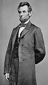 Photo of Abraham Lincoln in suit and tie.