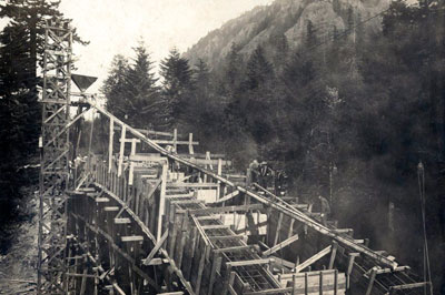 Moffett Creek Bridge construction