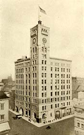Oregonian building in 1906