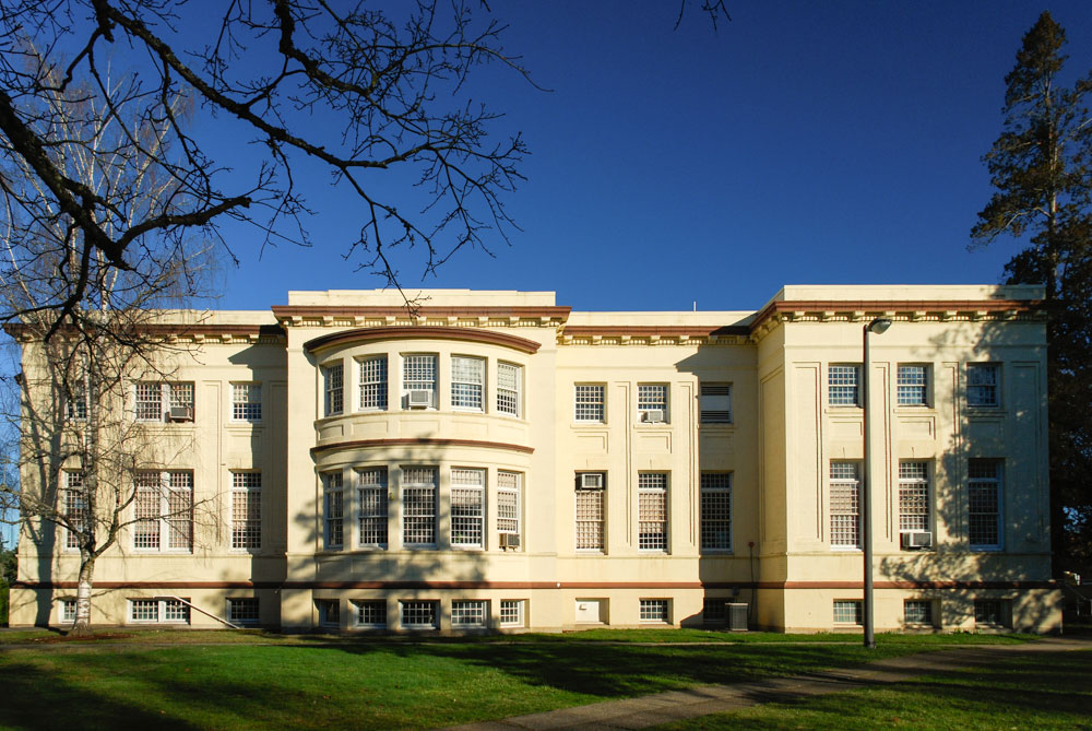 Photo of Oregon State Hospital, a 3 story building with flat roof.