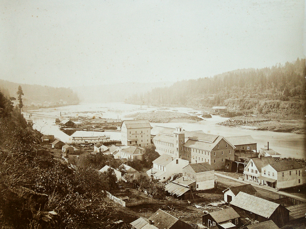 photograph of Oregon City town