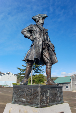 Statue of Robert Gray dressed in traditional garb of 18th-century sea captain, with a tri-cornered hat, big buckle shoes and a spyglass.