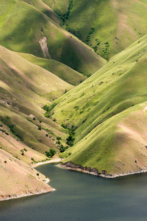 green hills along the Snake River