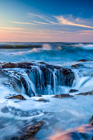 The tide at Thors Well at Cape Perpetua